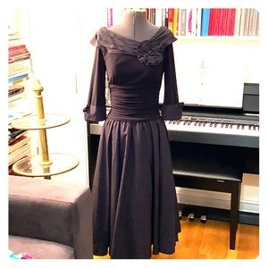 Retro black 3 quarter length scoop collar dress